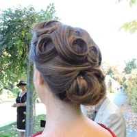 Billie's 1940's stye wedding hair.