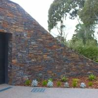 Private residence, Donvale Stone: Wistow Building Stone (dry stack)