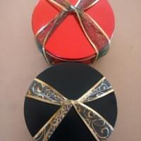 Gift tins (red and pink currently available)