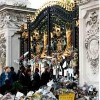 The Peoples flowers at Buckingham Palace gates the day after Lady Diana's funeral 1997