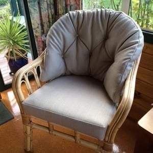Button back  2 cushion chair