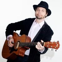 A man, a guitar, panama