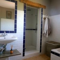Main bathroom, double shower and bath