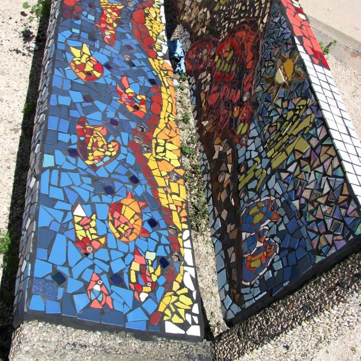 Beaverlodge elementary school Grade 6 mosaic bench.