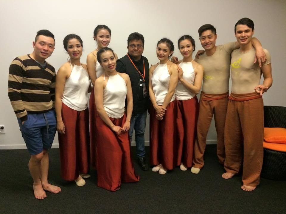 Murali with the international performers from Vietnam !