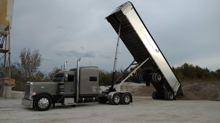 Peterbilt Glider Built with Kustom Harness