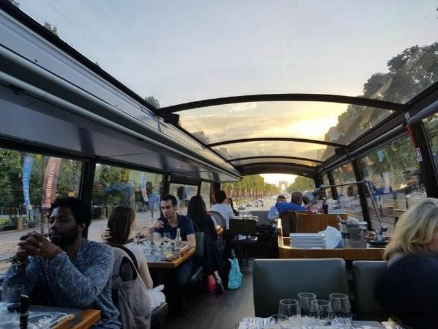 Bus restaurant Paris