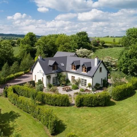 HOUSE FOR SALE IN INCH, KILLEAGH, CO CORK