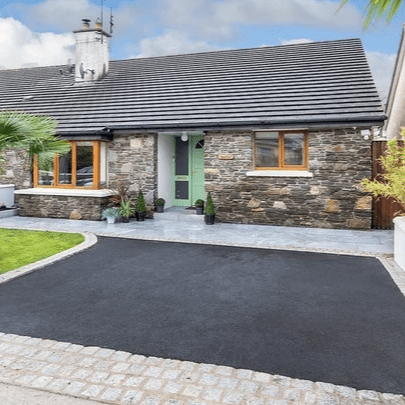 Colbert & Co estate agents proudly present this fantastic opportunity to purchase this beautiful semi-detached bungalow located in the quiet Cul De Sac of Broomfield Court and close to Midleton Town.  Bungalows are rare in the town and seldom do they appear especially in such a quiet well-kept area. Built in 1999 this home is located approx a 5 minute walk from Midleton Town which boasts all major supermarkets, award winning restaurants, Omniplex, as well as the famous Farmers Market which is held every Saturday morning a short walk from your new home.  The nearby train station provides easy access to and from Cork city and the new ring road provides relief from the busy town center should you wish to avoid. The property has been recently painted and is in immaculate condition. No expense has been spared in ensuring the best quality materials and items were used throughout and it shows.