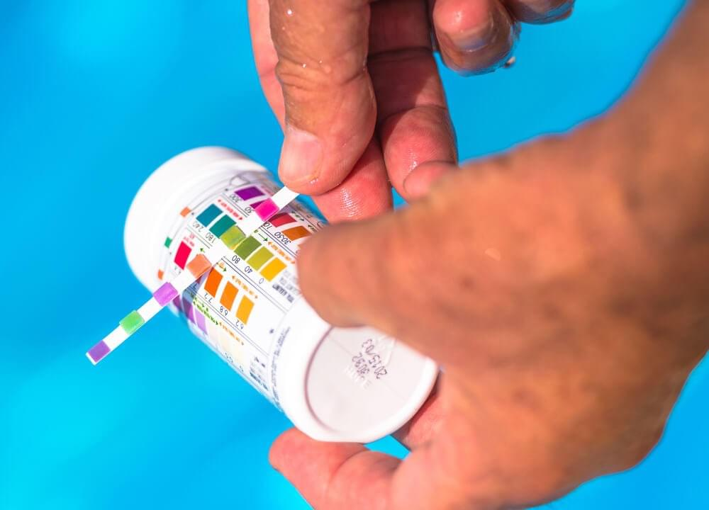 pH pool water testing