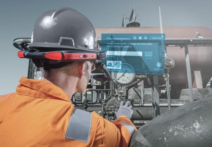 Simulation of a technician's views of Onsite running on a display mounted on a hard hat. Librestream