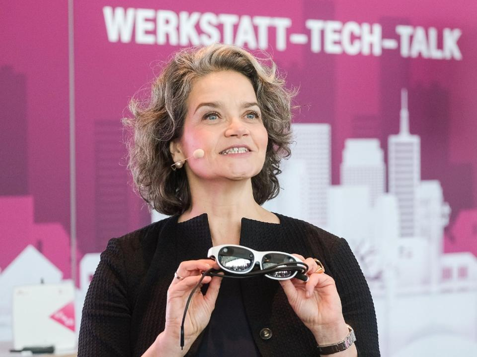 Claudia Nemat, Board member for Technology and Innovation at Deutsche Telekom, presents Nreal at Magenta Tech Talk. NREAL