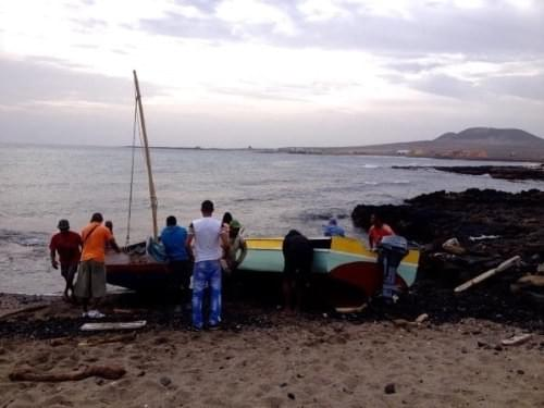 Fishermen go out to sea in Calhau, São Vicente