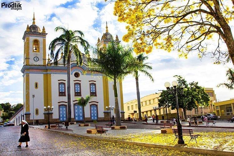 Itapecerica Minas Gerais fonte: user-images.strikinglycdn.com