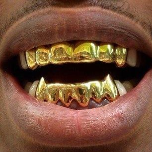 Customized Gold Teeth Grillz with Fangs