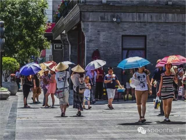 Sunbrella Vampires in China. Parasols everywhere to keep their skin from getting tan.