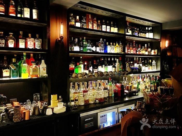 Late Market Bar in Hangzhou 杭州 Near West Lake 西湖 Best Food and Restaurants in China Spoonhunt