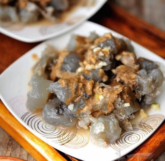Men Zi 焖子 Mènzi is grass jelly, sweet potato powder, sauce and is Shandong breakfast.