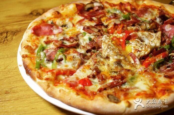 Best Pizza in Sanlintun Scott's Family Ristorante Italiano on Spoonhunt.