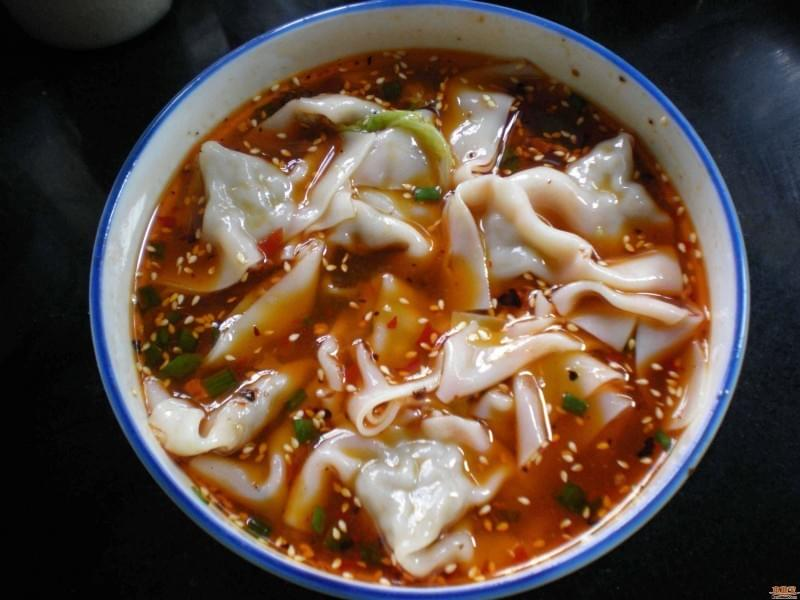 Spicy Wontons as breakfast in Sichuan