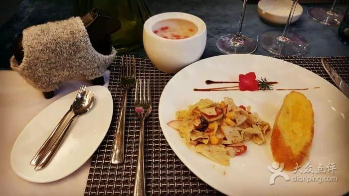 Wang Xin Studio near Yunnan Nationalities Village 云南民族村 in Kunming 昆明 Best Food and Restaurants in China on Spoonhunt Travel Food Guide