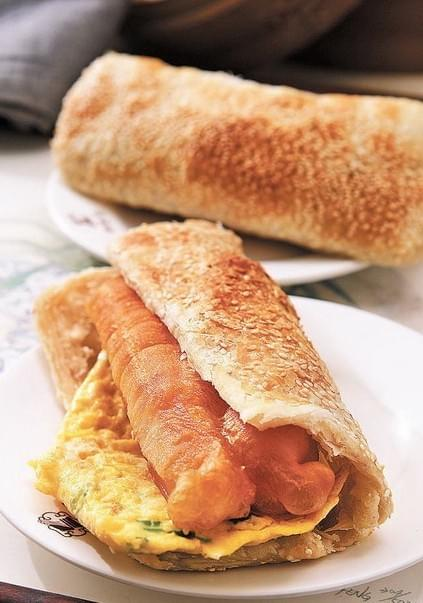 Fried Dough sandwich in China for breakfast. Da Bing You Tiao 大饼油条