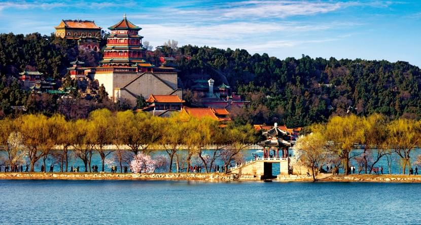 Travel to Summer Palace in Beijing and find the best restaurants nearby with Spoonhunt.