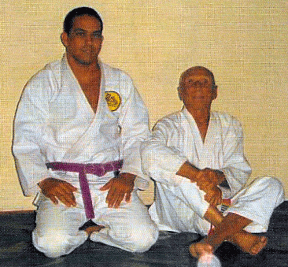 Prof. Paulo under the guidance of GrandMaster Helio Gracie