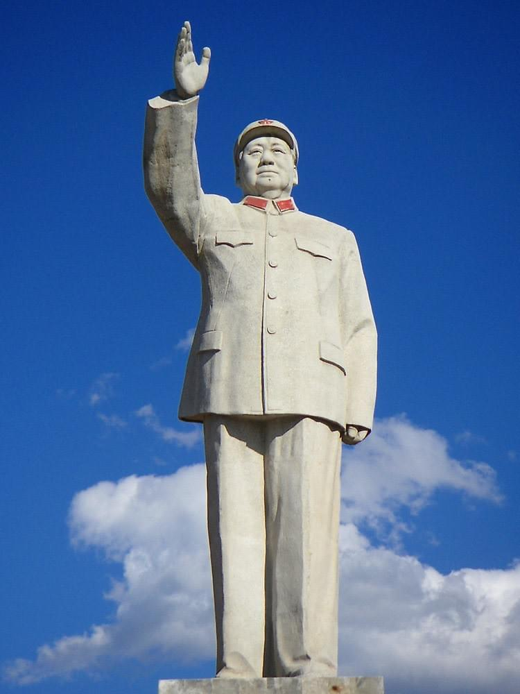 Picture source:Redbubble; statue of Mao Zedong in Lijiang