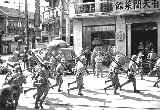 Picture source:Wikimedia Commons; Japanese troops during The Battle of Shanghai
