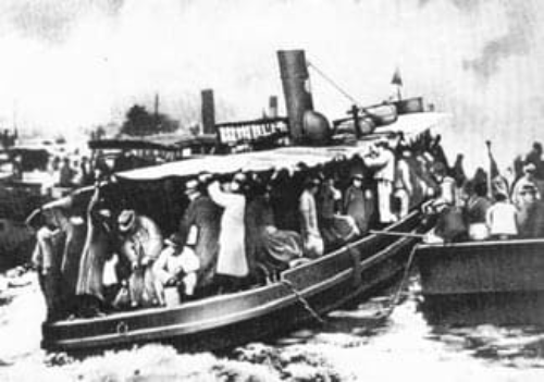 Picture source:Wikipedia; a group of Russian emigrees arriving in Shanghai.A photograph from the newspaper Shanghauskaya zarya, 23 February 1930