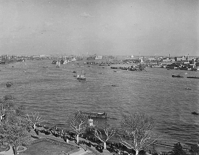 Picture source: ChinaToday; Huangpu River in 1945