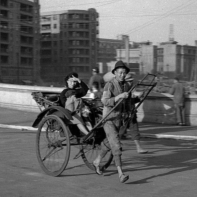 Picture source:Pinterest; Shanghai in 1945; by Walter Arrufat