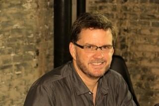 Animateur des séances de conversation en anglais, professeur à l'université et auteur