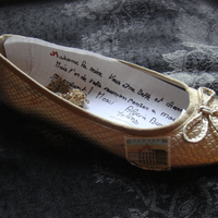Alicia wrote to Queen Elisabeth in a golden shoe.