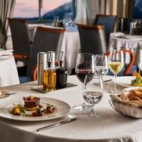 World Cruise Dining