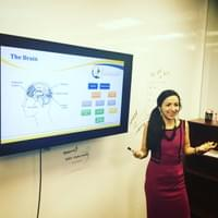 Teaching my workshop to a Leadership team, I love helping people to understand more about their brains.