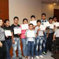 Some course members with the certs in Piura