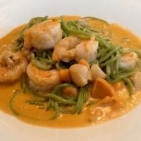 Spinach pasta with seafood