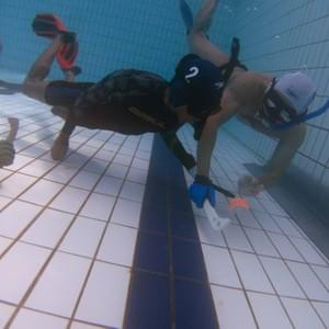 Underwater Hockey scoring goal