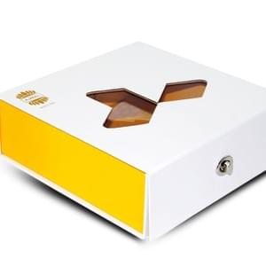 Foldable cookie box with transparent window
