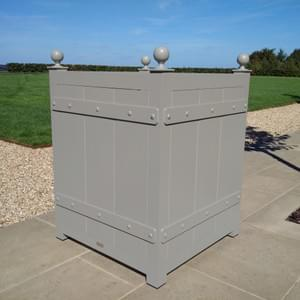 Tall Versailles with plain ball finials
