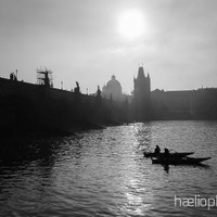haelio photo – Sun shines through the fog in Prague