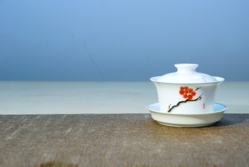 手繪白瓷蓋碗