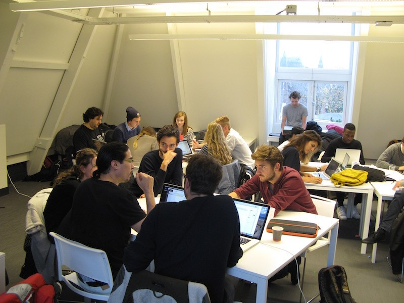Students of The App academy, de school voor app programming, work together with student of The TV Academy.