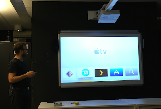 The App Academy headmaster Axel Roest tells the students about the possibilities of programming in Apple TV.