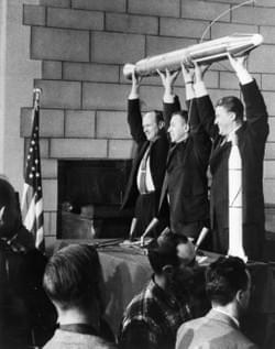 January 31,1958, launch of the first American satellite with a replica by JPL Director William Pickering, scientist James Van Allen and Werner Von Braun. The satellite's apogee being very high (2550 km), the Geiger counter recorded high radiation levels. This was the discovery of the radiation belts trapped by the Earth's magnetic field, which today bear the name of Van Allen's belts.