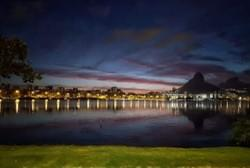 Lagoa Rodrigo de Freitas at night.