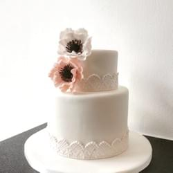 Mad About Sucre - Anemone Flower cake