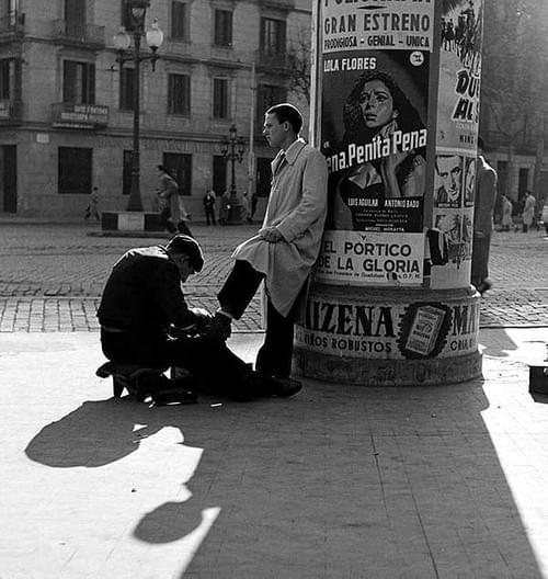 Català-Roca, Limpiabotas en la Gran Vía - Barcelona 1950